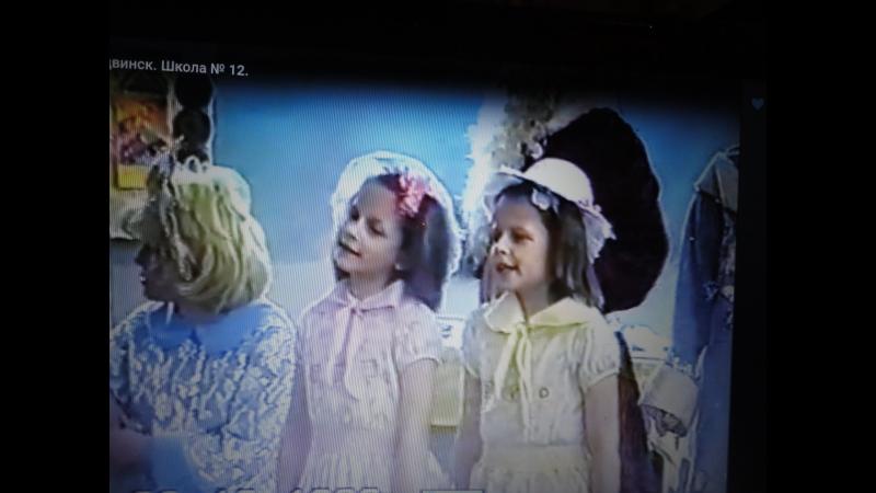 VTS_01_3 . Дети лихих 90 - х годов празднуют Новый 1999 год Участвуют все : дети , мамы , папы, бабушки и учительница !