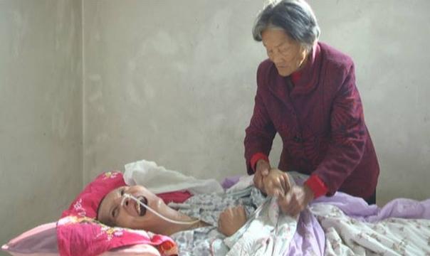 Житель Китая, впавший в кому после автомобильной аварии, очнулся через 12 лет.