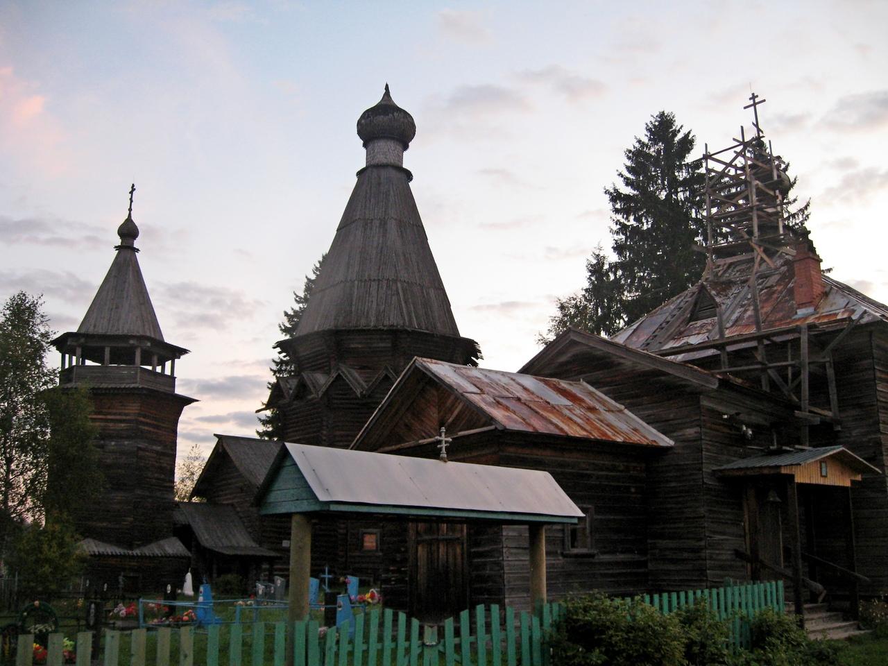 На северо-восток. Согиницы и Родионово. Стариные деревянные храмы. Природа Русского Севера