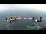 Свадьба пела и… прыгала с парашютом?
