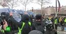 «Все уже достало»: протестующие во Франции «желтые жилеты» требуют отставки Макрона