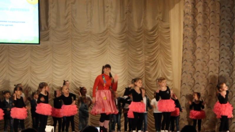 Незамысловатый но очень яркий флешмоб получился в финале концертной программы посвящённой Дню защиты детей Детки от 3х лет