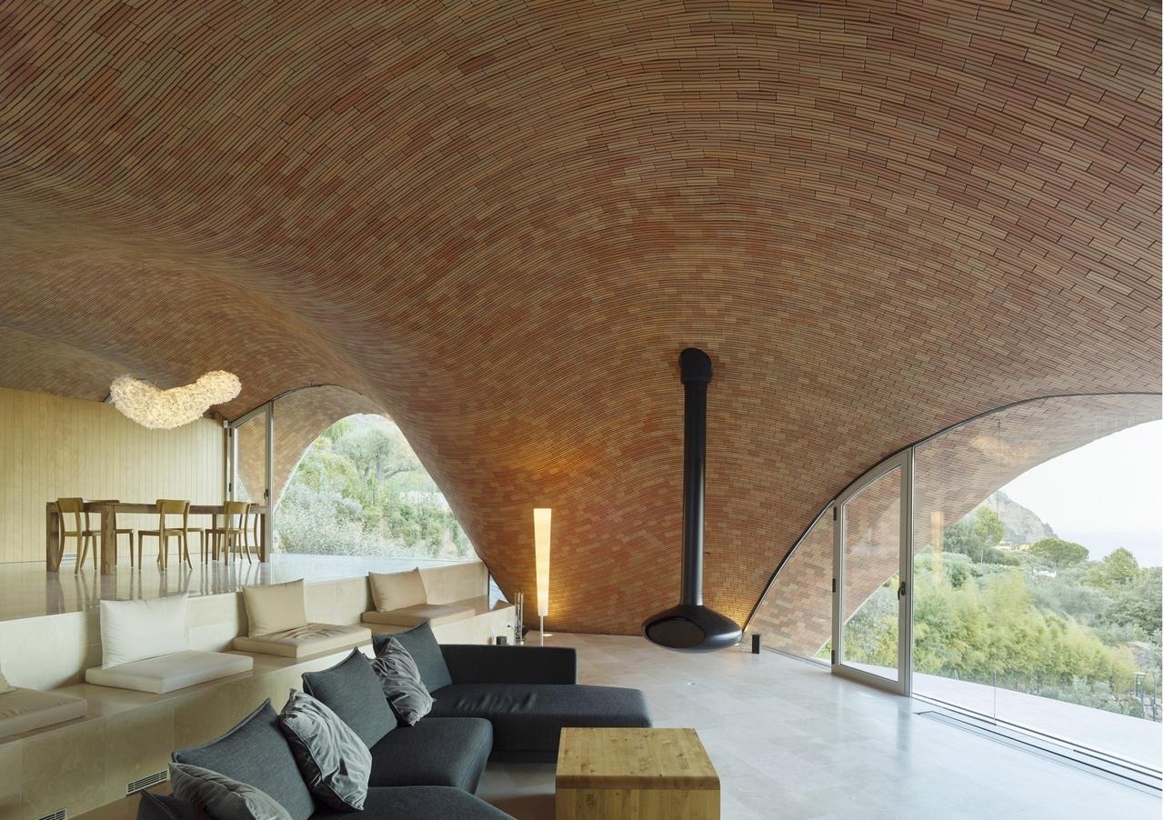 В Испании построили виллу из стеклопластика