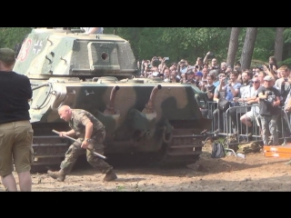 King Tiger Engine BACKFIRES While Starting and Roars - Militracks 2018 - Overloon