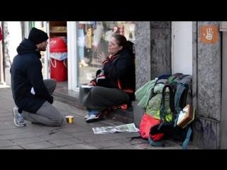 Деньги бездомным. Невероятно доброе видео. Русская озвучка[LIVE EMOTIONS]