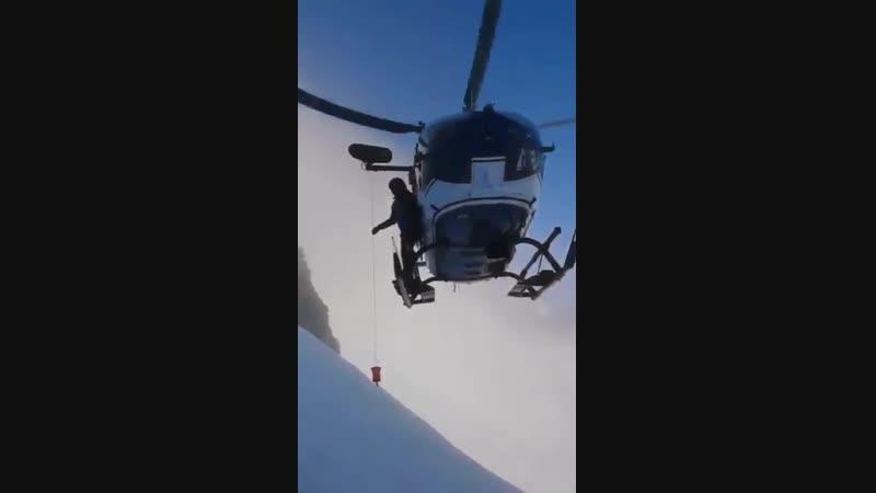 Невероятный уровень пилотирования во время эвакуации травмированного альпиниста