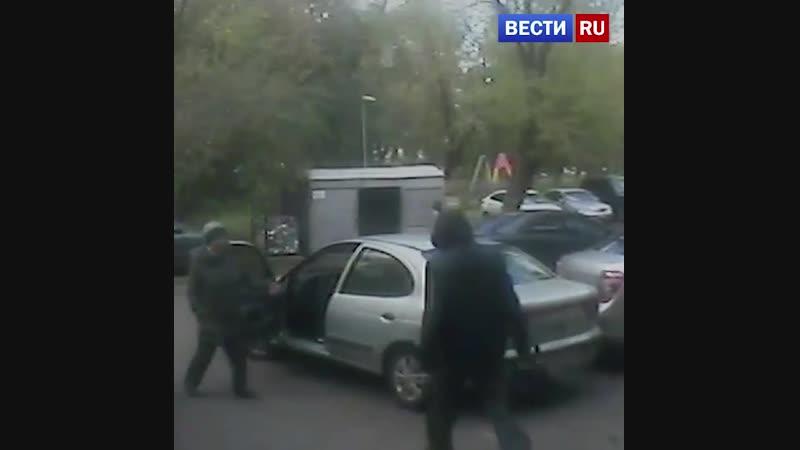 Инвалид-рецидивист ограбил и протащил по асфальту московскую пенсионерку