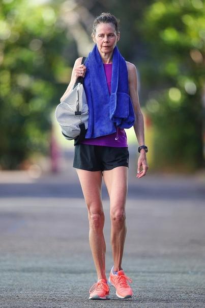 Антония Кидман выглядит на 10 лет старше своей знаменитой сестры, хотя младше нее на 3 года 51-летняя Николь Кидман тщательно следит за своей внешностью и молодо выглядит. Чего нельзя сказать о