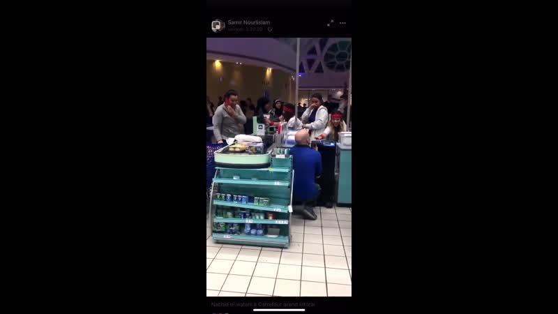Quand les employés du Carrefour Grand Littoral de Marseille font résonner lhymne Algérien dans tout le magasin