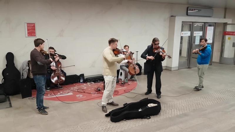 Неожиданно! Вивальди в метро! Концерт на станции метро Сухаревская
