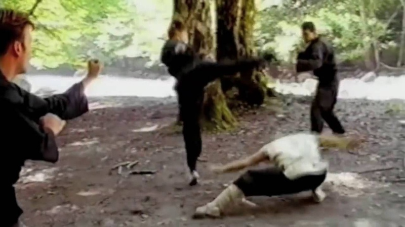 Монах Джамал против банды каратистов Monk Jamal vs gang karatekas