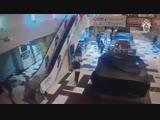 Налет банды из 12 человек на ТЦ в Екатеринбурге попал на видео