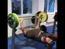 Боец ММА Александр Емельяненко выполняет жим лёжа 100 кг за минуту 💪👊