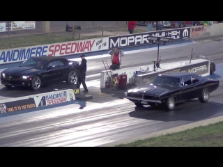 Dodge Charger 1969 vs Chevrolet Camaro!!  1-4 de milla_HD.mp4