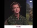 Брат Марго Робби (Margot Robbie) «потроллил» сестру на интервью MTV к выходу нового фильма с её участием — «Кролик Питер»