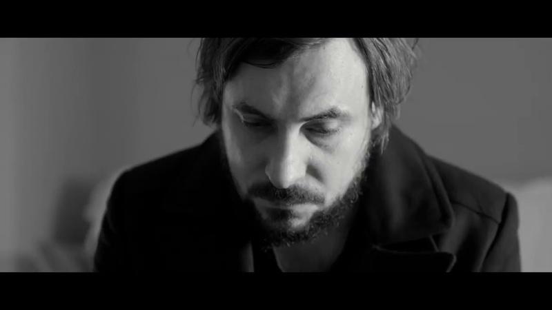 Сюрреалистичная короткометражка о таблетках, стирающих память