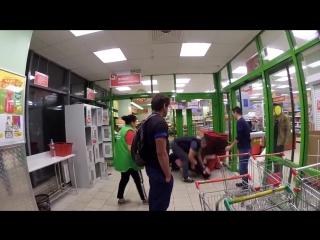 Охрана в «Пятерочке» в Московском магазине избили покупателя [Нетипичная Махачкала] (драка)