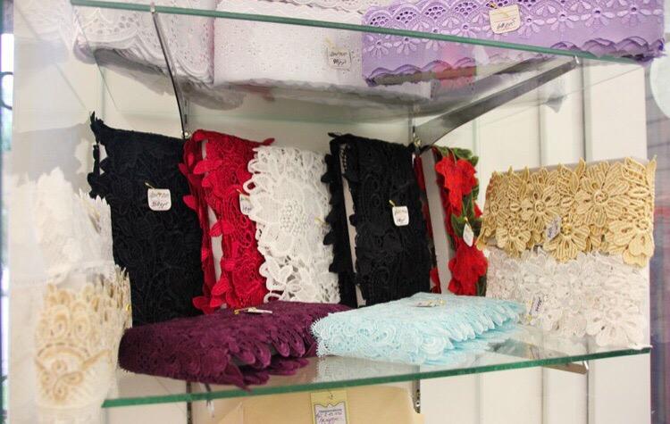Если вы планируете покупку тканей и фурнитуры, приходите в «Швейную лавку» !