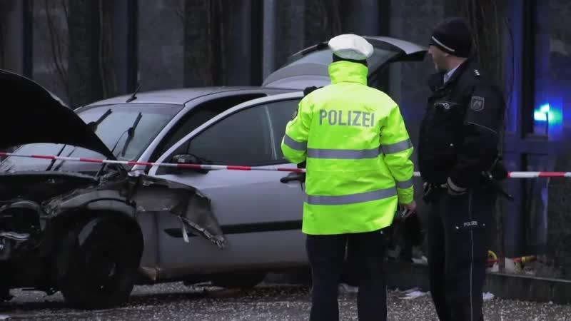 RECKLINGHAUSEN- Auto rast in Bushaltestelle – ein Toter und mehrere Verletzte