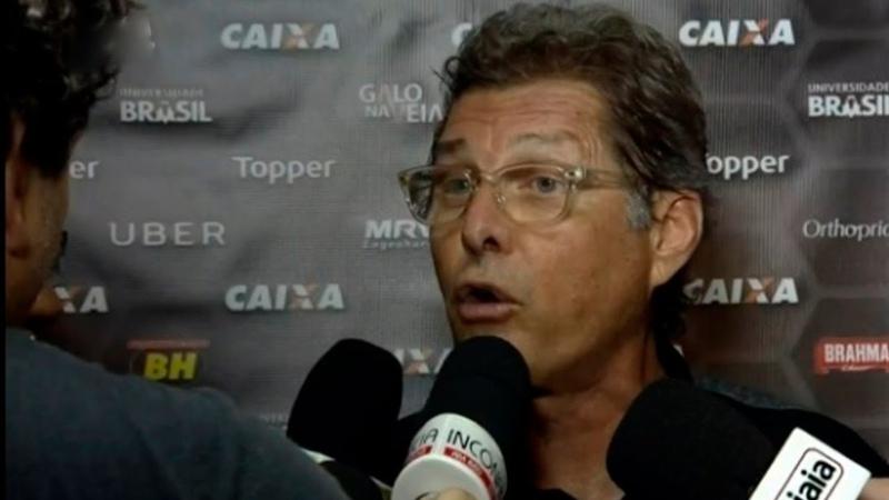 OSWALDO DE OLIVEIRA SE IRRITA E VAI PRA CIMA DE REPORTER