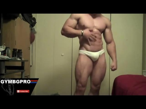 RIPPED BODYBUILDER POSING AND FLEXING AT HOME - VERY HOT (2017)