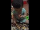 Мерей ест чипсы
