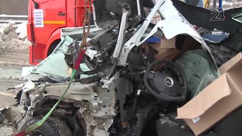 Очевидцы рассказали подробности столкновения грейдера и «Лады» на трассе в РТ