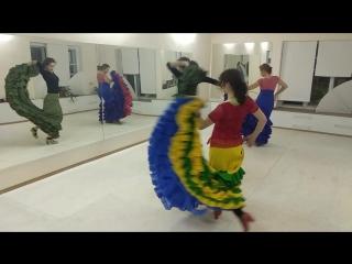 Фламенко.  bata de cola