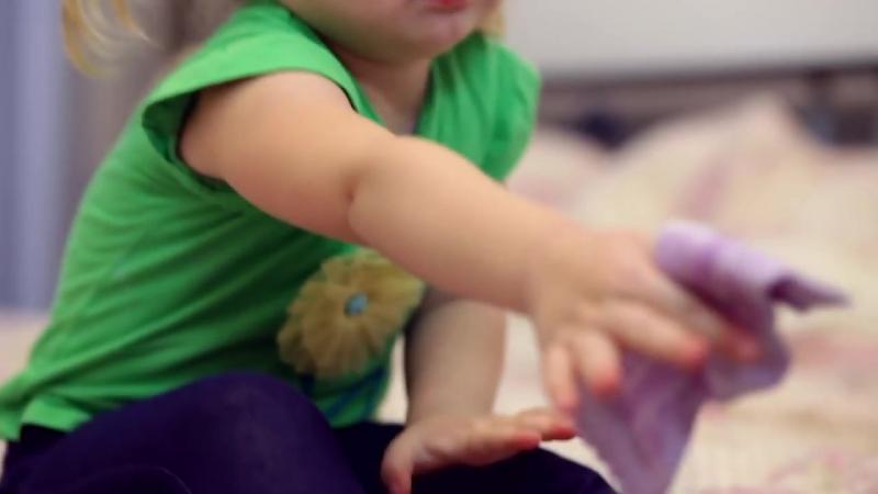 Как научить ребенка одеваться самостоятельно _Любящие мамы_ ( 720 X 1280 ).mp4