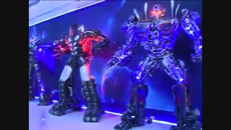 В Ярославле в ТРЦ высадился десант роботов, трансформеров и супергероев!