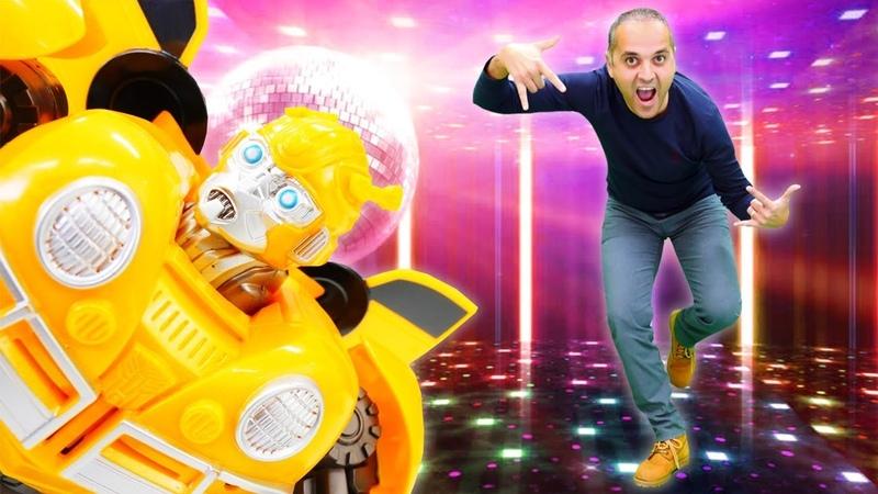 Transformers partisi! Bumblebee havalı dans etmeyi öğretiyor. Çocuk oyunu izle!