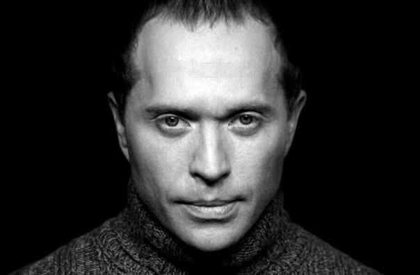 сергей дружко сергей дружко – актер, музыкант, режиссер и телеведущий, который запомнился зрителям в качестве бессменного руководителя и создателя мистического шоу на канале тнт «необъяснимо, но