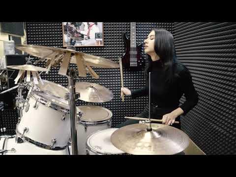 Как проходят занятия по барабанам в Школе Рока Полина