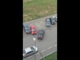 ЖК Цветы: девушка выезжает с парковки(вид сверху) - Регион-52
