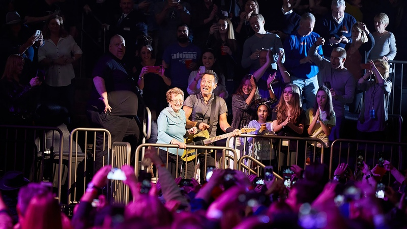 Bruce Springsteen and his mother Adele dancing and ass shaking at Madison Square Garden 28.3.2016