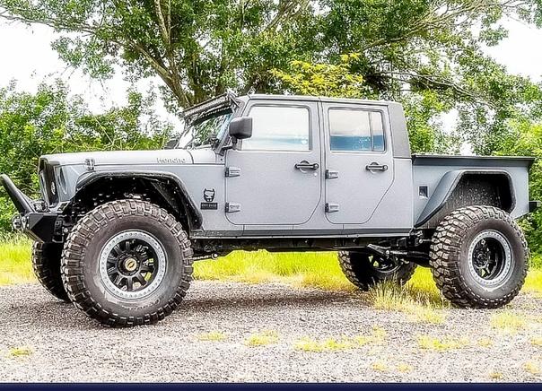 Переделка Jeep Wrangler, результат которой действительно крут Американский профессиональный внедорожник – прекрасный материал для изготовления… всего, чего душа пожелает. Например, ретротрак по