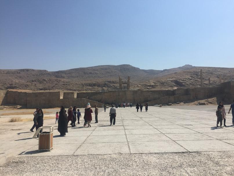Пасаргад Персеполис Шираз. Платформа на которой стоит Персеполис