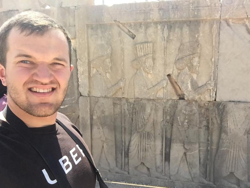 Пасаргад Персеполис Шираз. Обратите внимание на сохранившиеся барельефы