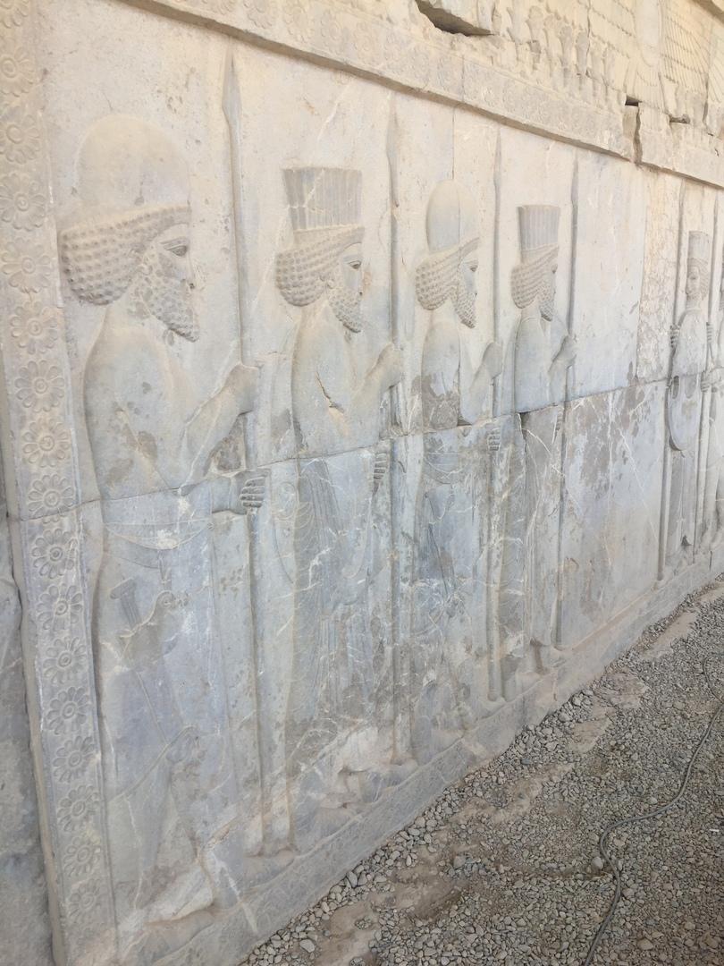 Пасаргад Персеполис Шираз. Барельефы очень красивые