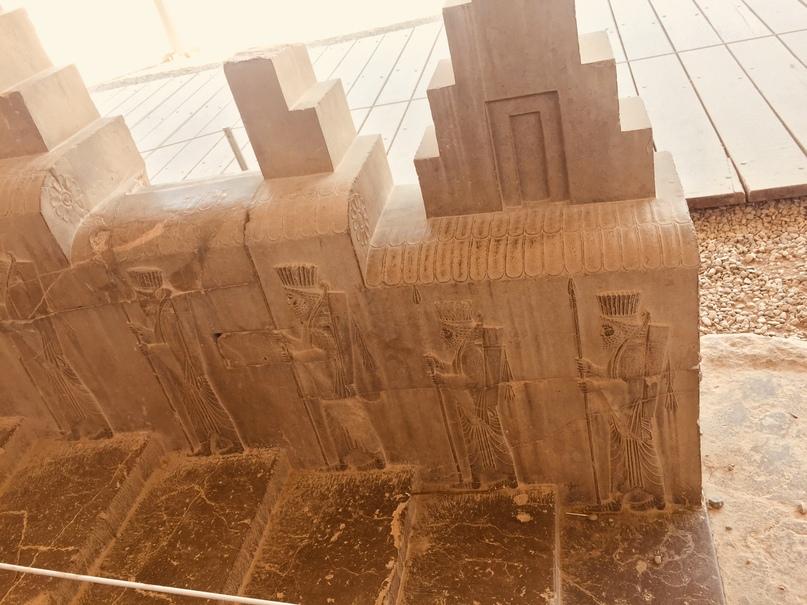 Пасаргад Персеполис Шираз. Украшение лестницы