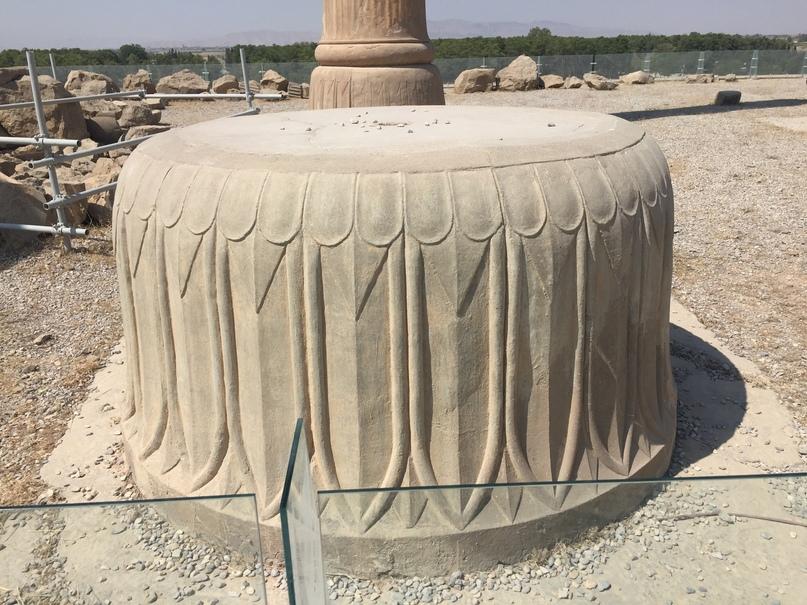 Пасаргад Персеполис Шираз. Основание колонн
