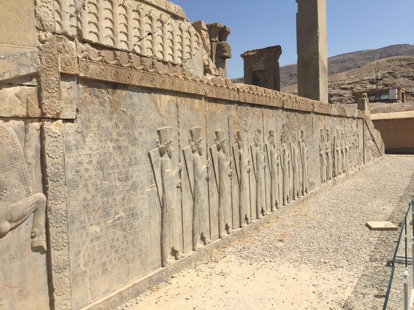 Пасаргад Персеполис Шираз. Входная группа храма