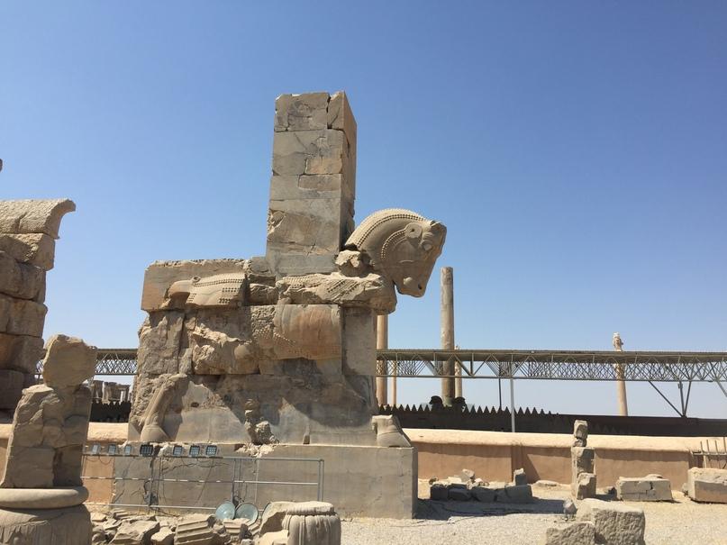 Пасаргад Персеполис Шираз. Кони обычно стояли в воротах