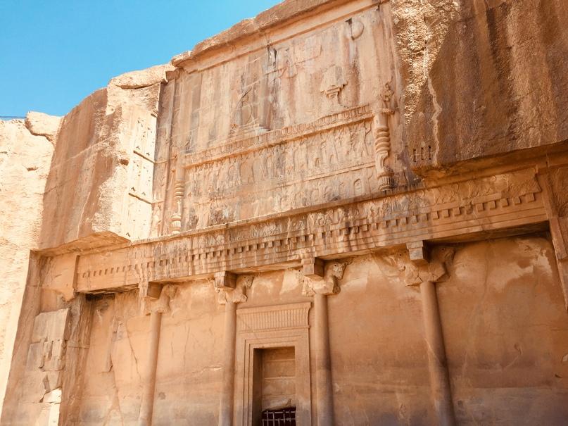 Пасаргад Персеполис Шираз. Вход в какую-то гробницу