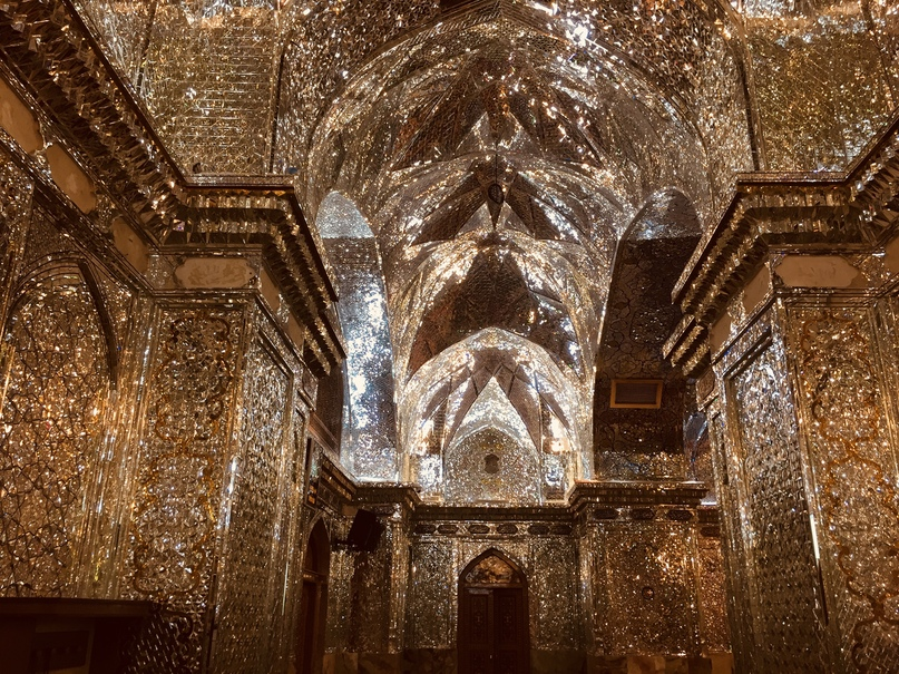 Пасаргад Персеполис Шираз. Искрящиеся потолки очень вдохновляют