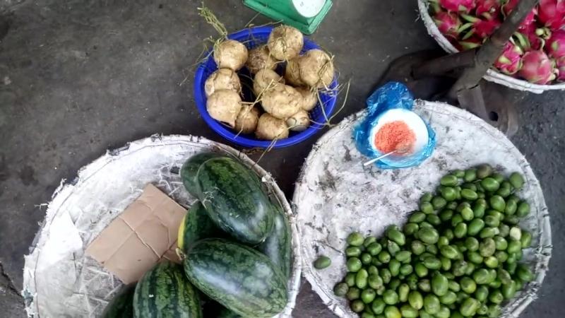 [Лось Нячанг Los Nhatrang] Идём по рынку Сом Мой, покупаем фрукты и пьём домашние компоты.