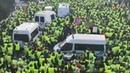 Des Gilets Jaunes bloque les CRS
