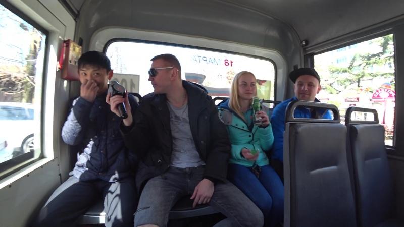 Тони ХАМ Берет интервью в автобусе