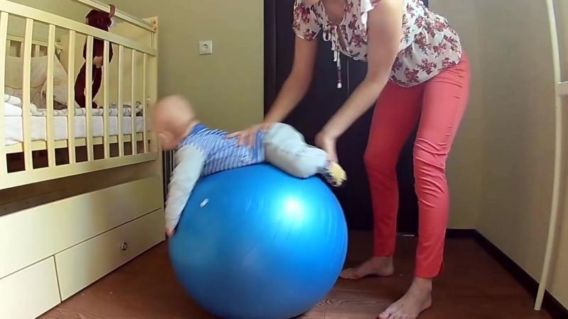 Упражнения на фитболе для малышей 4 месяцев