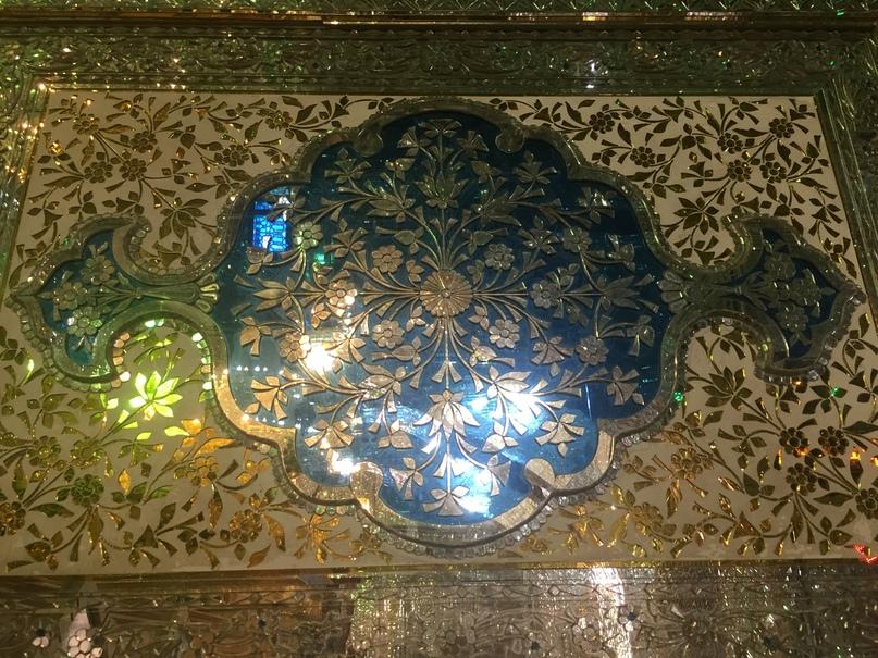 Шираз и самолет на остров Киш. мавзолей Саида Алладина Хусейна